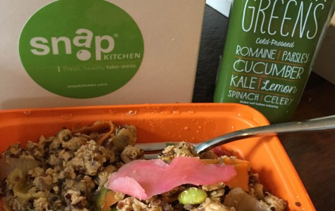 There are a variety of juices and healthy entrees offered by Snap.