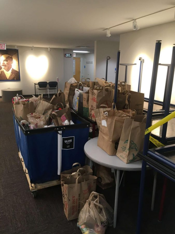 Parker families took part in the annual Thanksgiving food drive. Photo courtesy of Kevin Conlon.